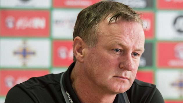 Trenér Severního Irska Michael O'Neill na tiskové konferenci.
