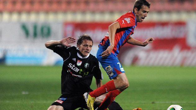 Plzeňský záložník Tomáš Hořava (vpravo) a příbramský Tomáš Krbeček během utkání 2. kola Gambrinus ligy.