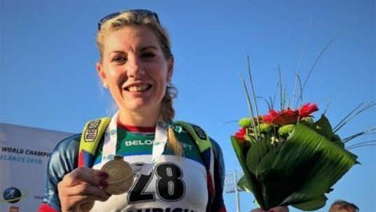 Lucie Charvátová s medailí v Raubiči.