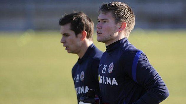 Brankáři Sparty Milan Švenger (vlevo) a Tomáš Vaclík na prvním tréninku zimní přípravy.