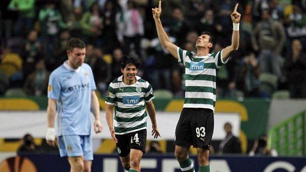 Brazilec Xandao ze Sportingu Lisabon se raduje z gólu proti Manchesteru City.