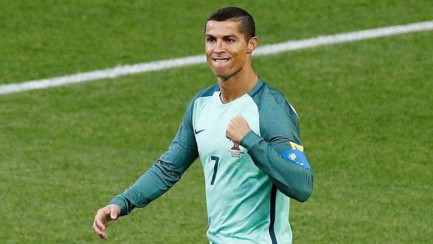 Portugalec Cristiano Ronaldo se raduje z gólu proti Rusku.