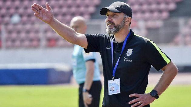 Trenér Opavy Roman Skuhravý.