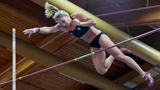 Ve skoku o tyči vyhrála na halovém mistrovství České republiky Jiřina Ptáčníková.