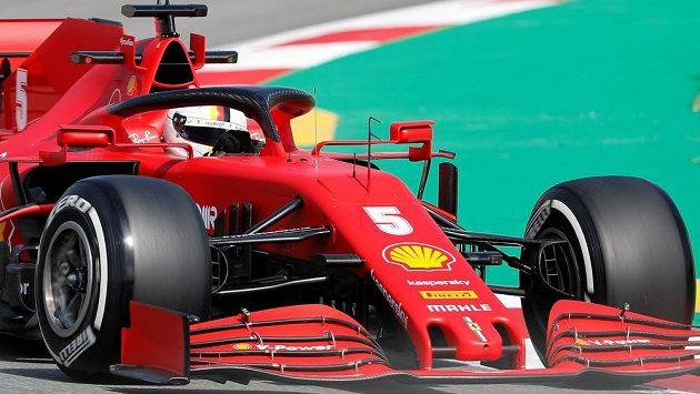 Sebastian Vettel s Ferrari během Velké ceny Španělska.