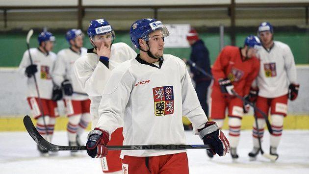 Jan Kovář při tréninku hokejové reprezentace ve Velkých Popovicích.
