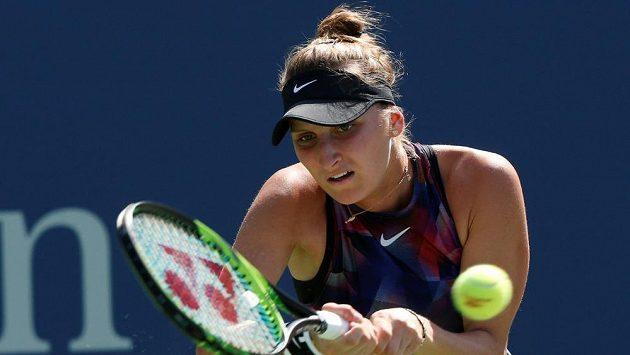 Markéta Vondroušová během zápasu se Světlanou Kuzněcovovou.