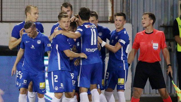 Fotbalisté Liberce se radují z gólu Vladimíra Coufala, který rozhodl zápas Evropské ligy v Larnace.