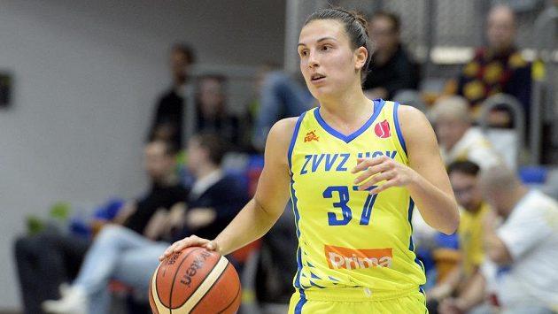 Teja Oblaková z USK Praha předvedla neuvěřitelný hod, navíc v poslední sekundě zápasu.