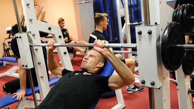 Obránce Sparty Praha Pavel Kadeřábek v posilovně během kondičního soustředění v Třeboni.