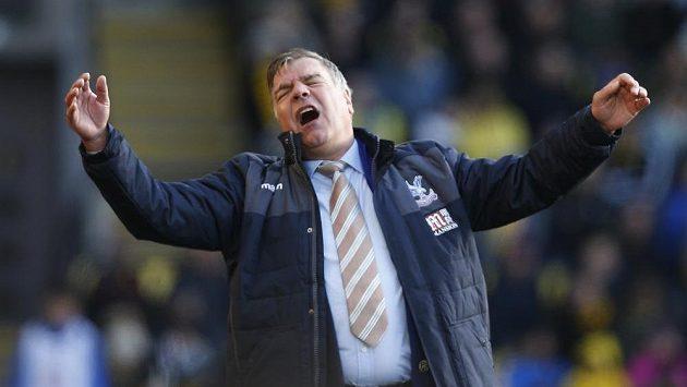 Kouč Crystal Palace Sam Allardyce při utkání s Watfordem.