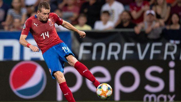 Záložník Jakub Jankto střílí gól v utkání kvalifikace proti Černé Hoře.