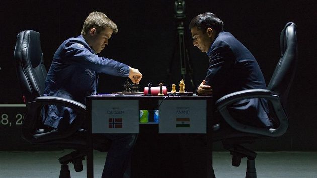 Nor Magnus Carlsen a Ind Višvánáthán Ánand v boji o titul mistra světa.