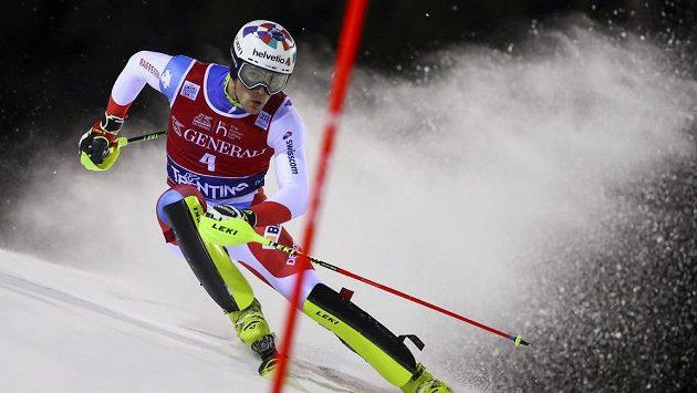 Švýcar Daniel Yule při prvním kolem v Madonně di Campiglio.