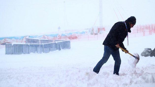 Počasí druhý rok po sobě nedovolilo lyžařům v Söldenu závodit