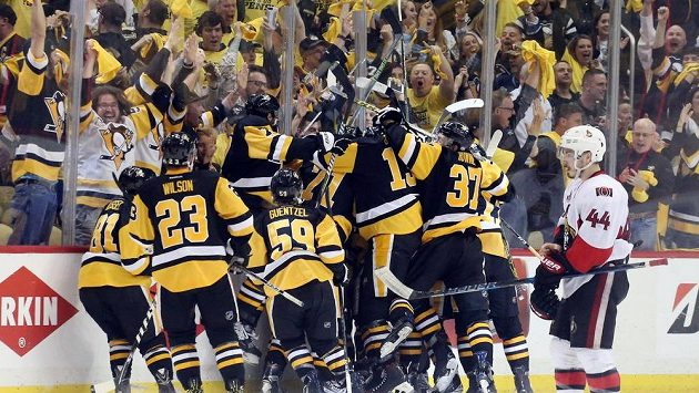 Budou takto juchat hokejisté Pittsburghu i ve finále proti Nashvillu?