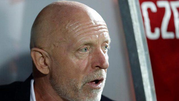 Trenér Karel Jarolím po blamáži v Rusku funkci nesložil.