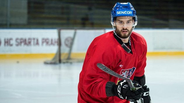 Tomáš Hyka během tréninku hokejové reprezentace.