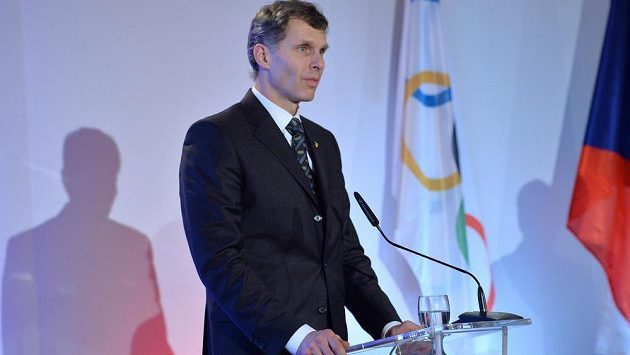 Předseda ČOV Jiří Kejval na plénu Českého olympijského výboru, které v Praze schválilo nominaci na ZOH v Soči.