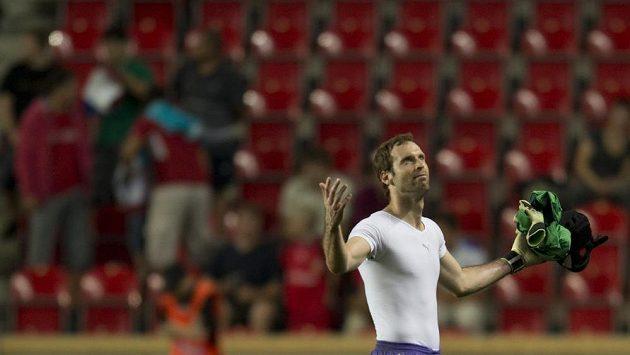 Zklamaný brankář české reprezentace Petr Čech po skončení duelu s Arménií.