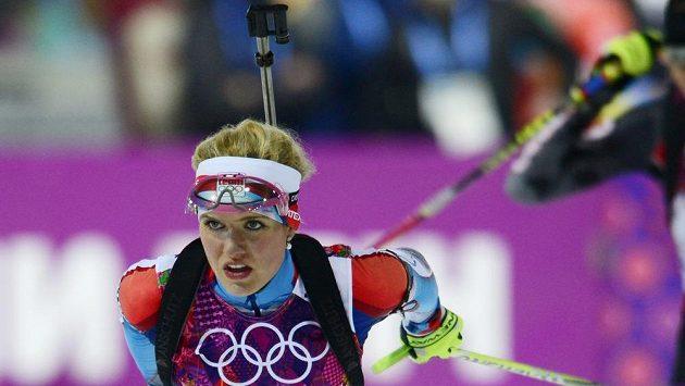 Česká biatlonistka Gabriela Soukalová na trati stíhacího závodu na 10 km.