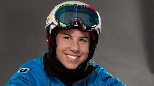 Ester Ledecká kombinuje závody na lyžích se snowboardingem.