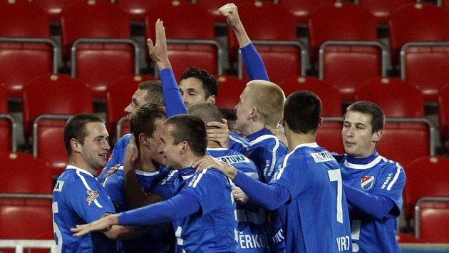 Radost fotbalistů Baníku Ostrava po vstřeleném gólu - ilustrační foto.