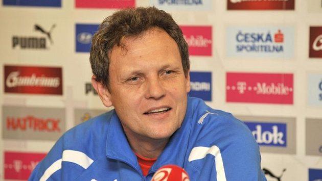 Trenér slovenské reprezentace Stanislav Griga před zápasem proti ČR.