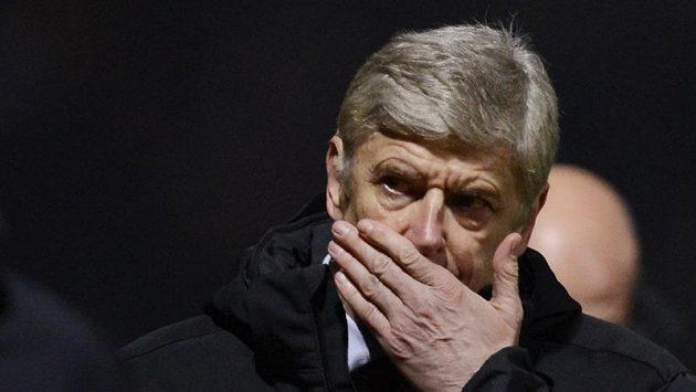 Hlavu plnou problémů má Arséne Wenger. Jeho svěřenci nedokázali postoupit ani přes tým ze čtvrté nejvyšší soutěže.
