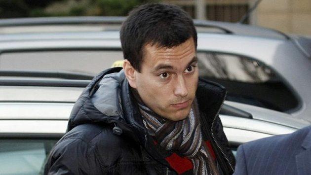 Sudí Tomáš Adámek přichází na jednání disciplinární komise.