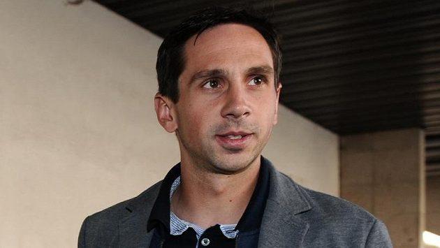 Obránce Teplic Milan Matula přichází na jednání disciplinární komise.