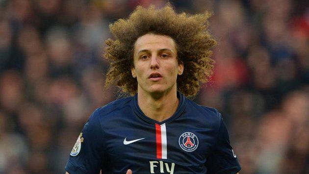 Brazilský obránce David Luiz během ligového duelu francouzské ligy s Caen.