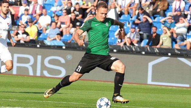 Stanislav Tecl z Jablonce pálí v ligovém utkání s Baníkem Ostrava.