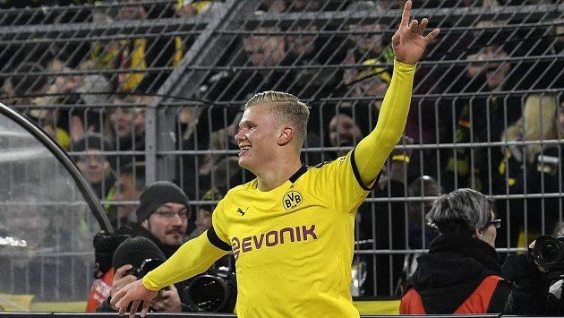 Erling Haaland z Dortmundu se proti Kolínu trefil dvakrát.