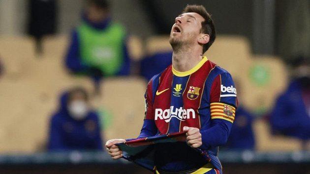 Rozladěný Lionel Messi po vyloučení ve španělském Superpoháru.
