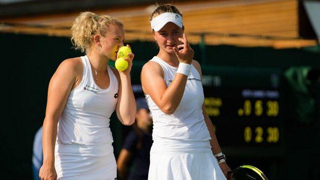 Kateřina Siniaková s Barborou Krejčíkou předvádějí i ve Wimbledonu výborné výkony.
