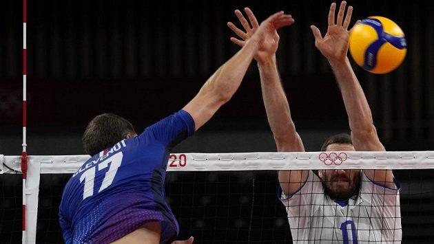 Volejbalisté Francie ukončili ve čtvrtém kole olympijského turnaje neporazitelnost Ruska.