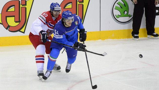 Zleva český reprezentant Tomáš Rolinek a Brian Ihnacak z Itálie.