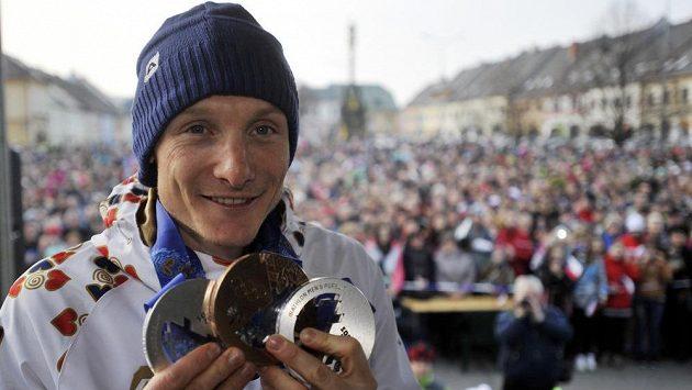 Držitele tří olympijských medailí v biatlonu Ondřeje Moravce přivítaly na Václavském náměstí v Letohradu davy fanoušků.