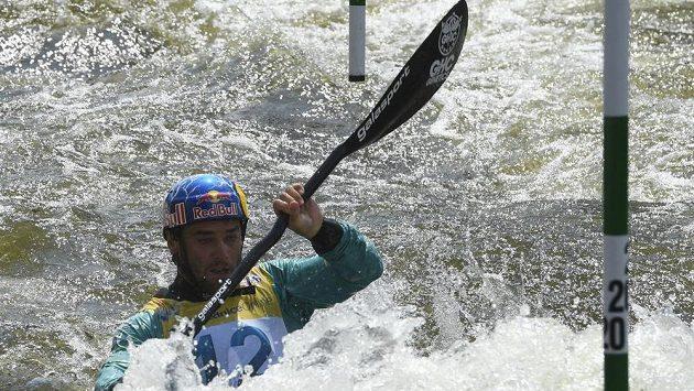 Český kajakář Vavřinec Hradilek při kvalifikační jízdě na Světovém poháru ve vodním slalomu v Praze.