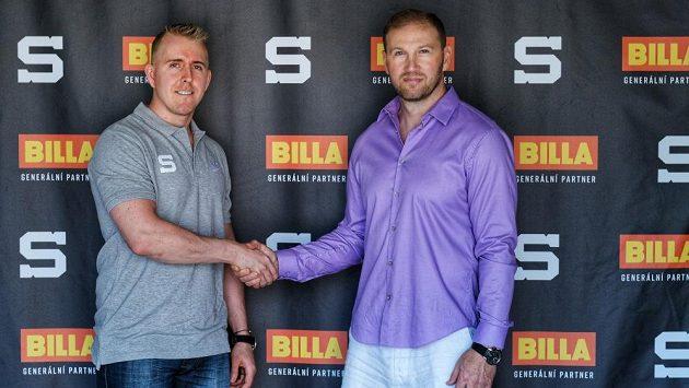 Nová posila Sparty Marek Kvapil se sportovním ředitelem klubu Petrem Tonem.