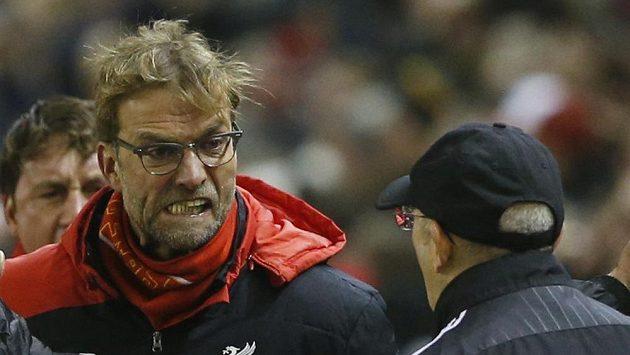 Trenér Liverpoolu Jürgen Klopp se raduje z vyrovnávacího gólu na 2:2 proti West Bromwich Albion. Vpravo trenér WBA Tony Pulis.