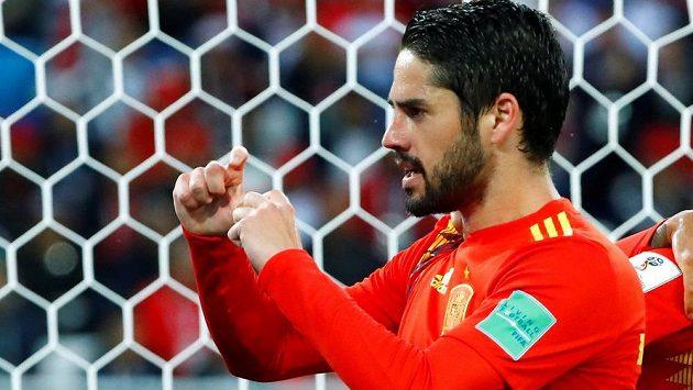 Španělský fotbalista Isco slaví gól v síti Maroka na mistrovství světa.