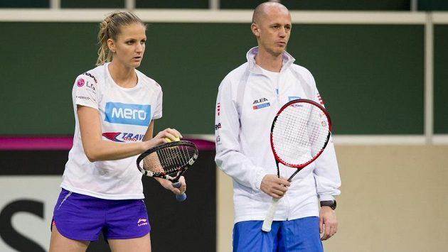 Kapitán Petr Pála a tenistka Karolína Plíšková během tréninku v O2 areně.