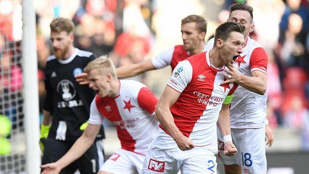 Milan Škoda ze Slavie se raduje ze svého vyrovnávacího gólu proti Olomouci.