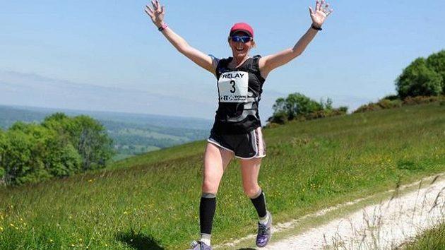 """Sarah Ruseellová dokončila maratón i s """"taškou""""."""