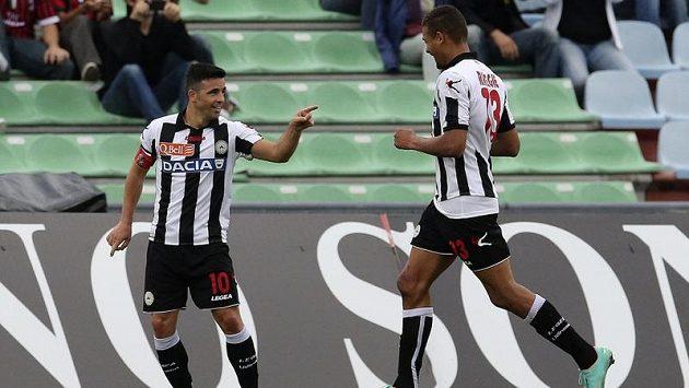 Mathias Ranegie (vpravo) z Udine si utahoval z Angličtiny reprezentačního kouče.