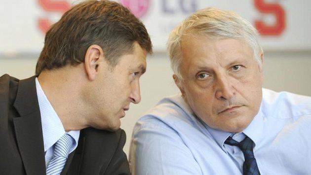 Antonín Charouz (vpravo) s manažerem hokejové Sparty Petrem Břízou.