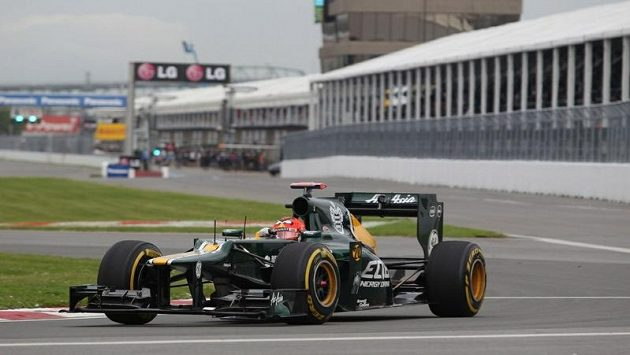 Finský jezdec Heikki Kovalainen v monopostu stáje Caterham.