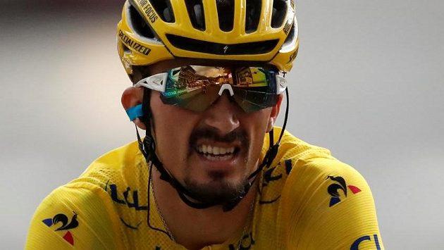 Vě žlutém trikotu jedoucí lídr průběžné klasifikace Julian Alaphilippe toho měl v cíli 18. etapy viditelně plné zuby.